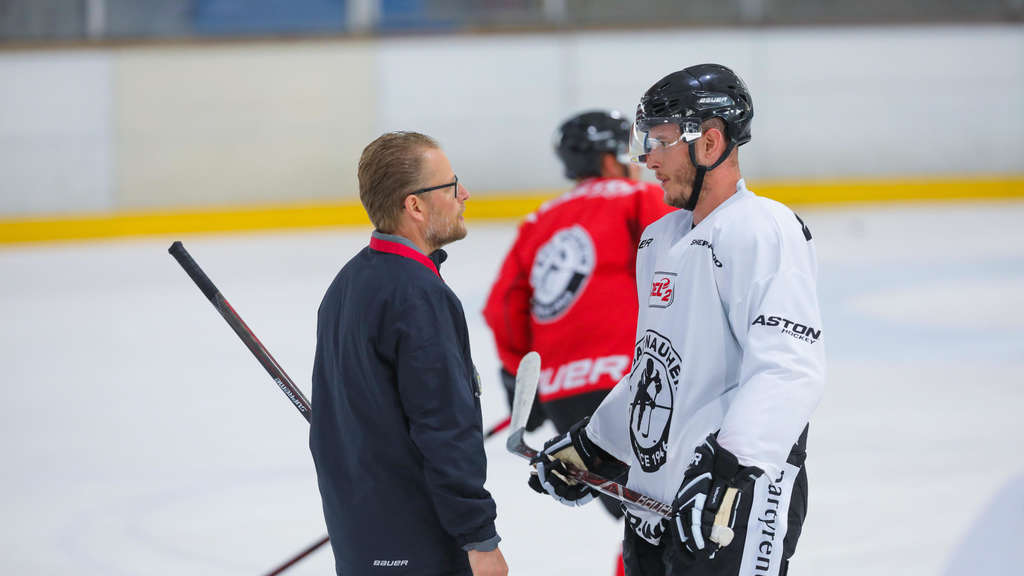 James Livingston (r.) verlässt den EC Bad Nauheim um Trainer Christof Kreuzer mit sofortiger Wirkung. (Foto: Chuc)